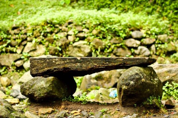 Duduk di sini, menikmati secangkir kopi, obrolan ringan, suara air kali dan kicauan burung di hutan.