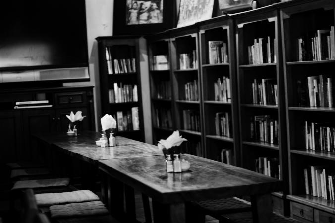 Koleksi buku-buku di Rendezvousdoux.