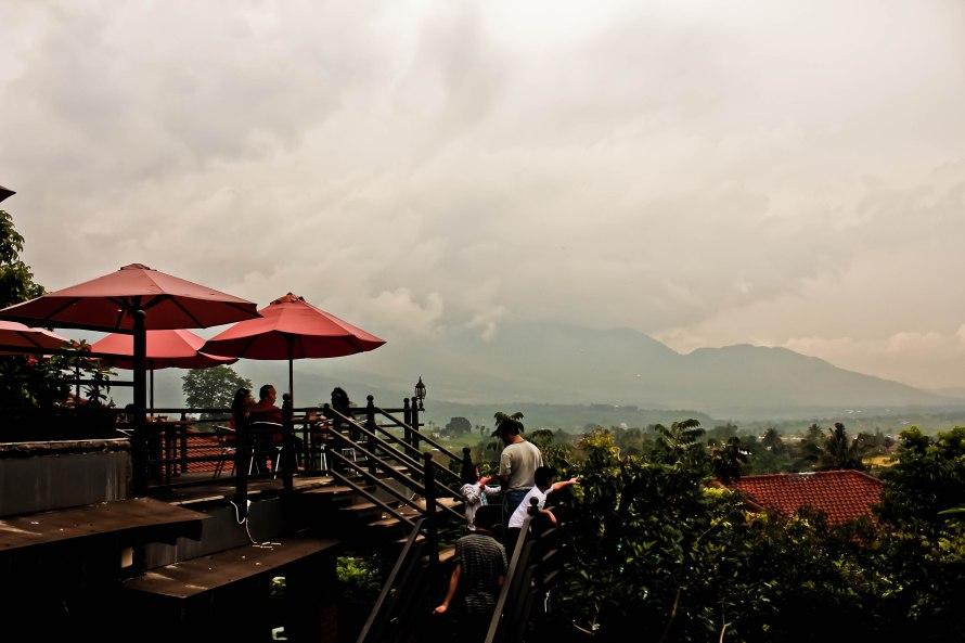 Pemandangan dari tempat makan