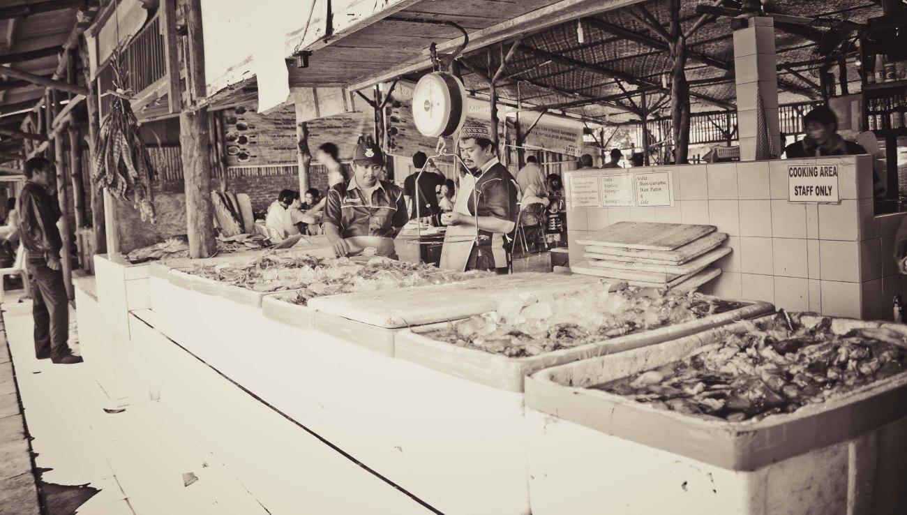 Pembersih ikan siap melayani perut lapar.