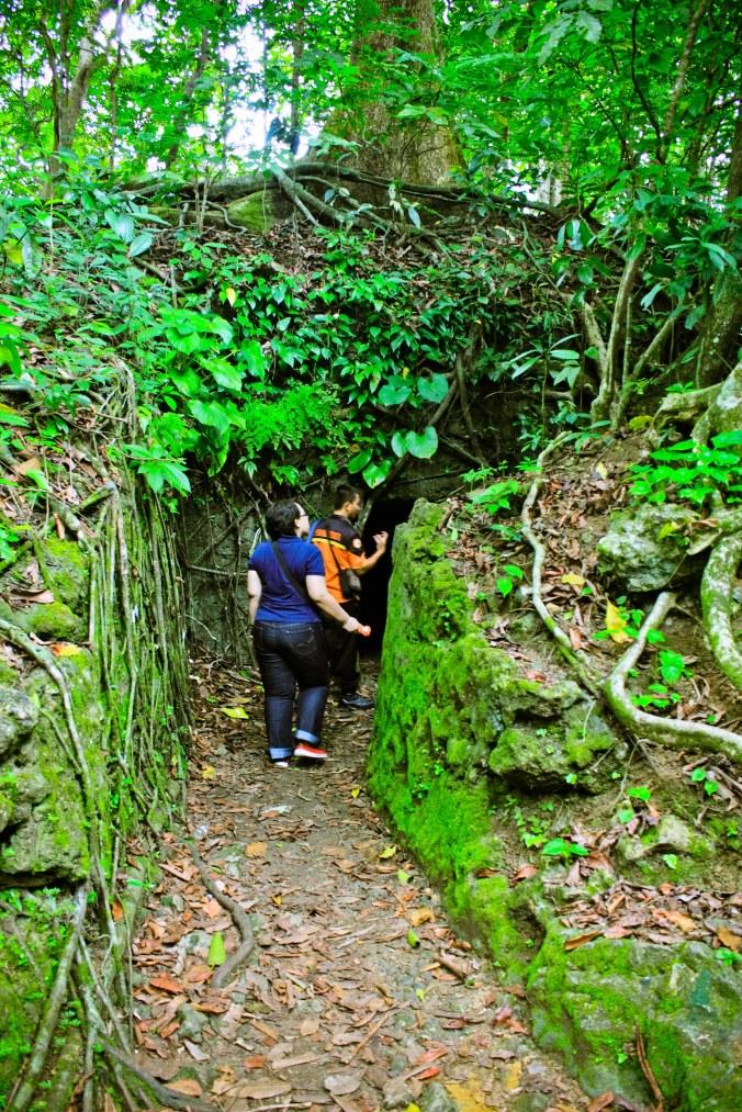 Ini pintu gua satunya lagi. Banyak pintu ya nih gua.