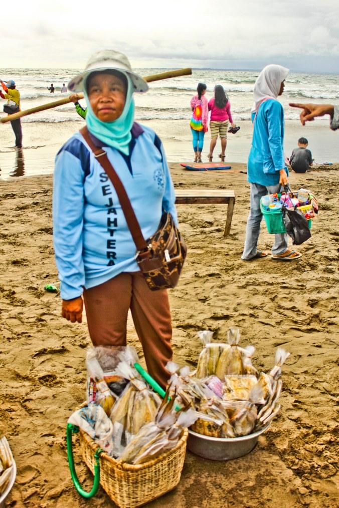 Penjual ikan asin.