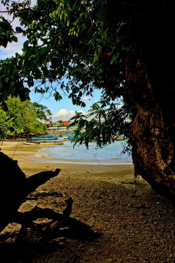 Pantai Pasir Putih di samping Gua Panggung.