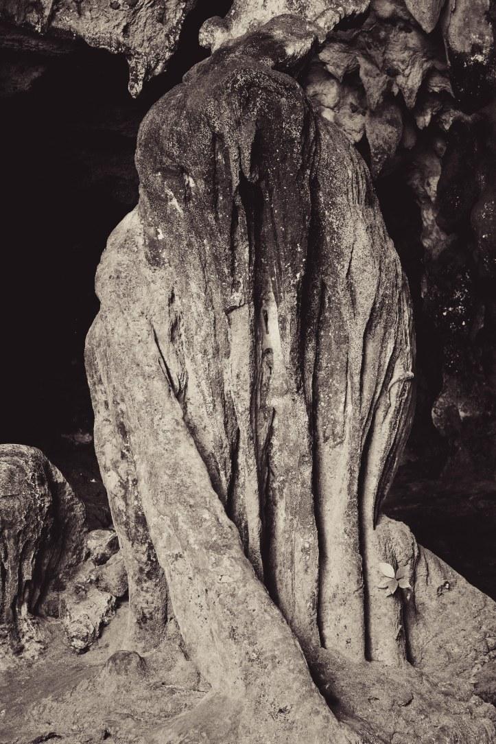 """Di pintu gua keluarnya ada penunggu gua yang sudah membatu. Jangan lupa ucapkan, """"Goobye..."""""""
