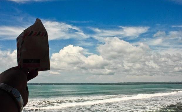 Dear, laut. Terima kasih ombaknya dan angin segarnya. Jangan berhenti bergerak dan menyapa daratan ya.