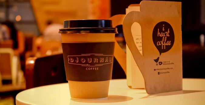 paper cup. kopi toraja ala syphon jadi kurang elegan. halah!
