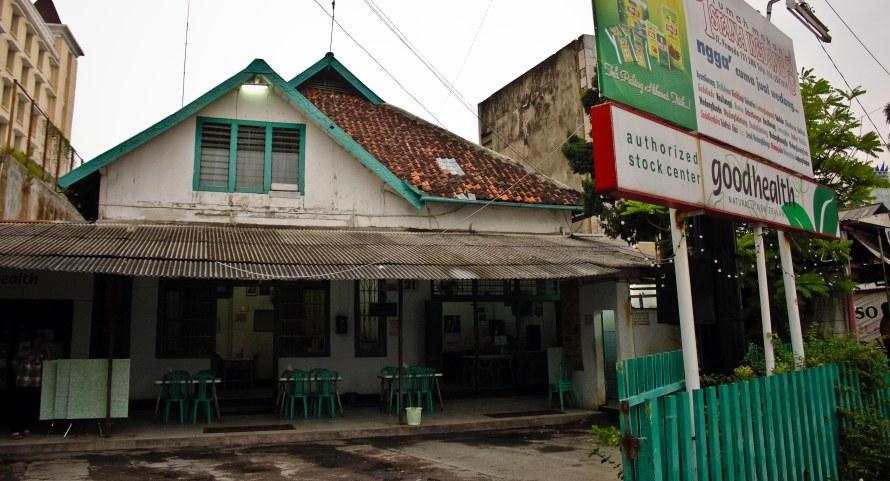 Istana Wedang di Jalan Pemuda.