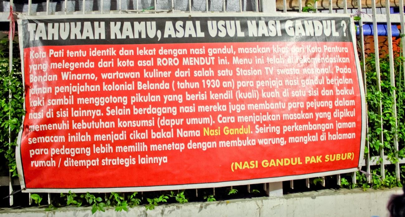 Baca sendiri ya asal usul Nasi Gandul.