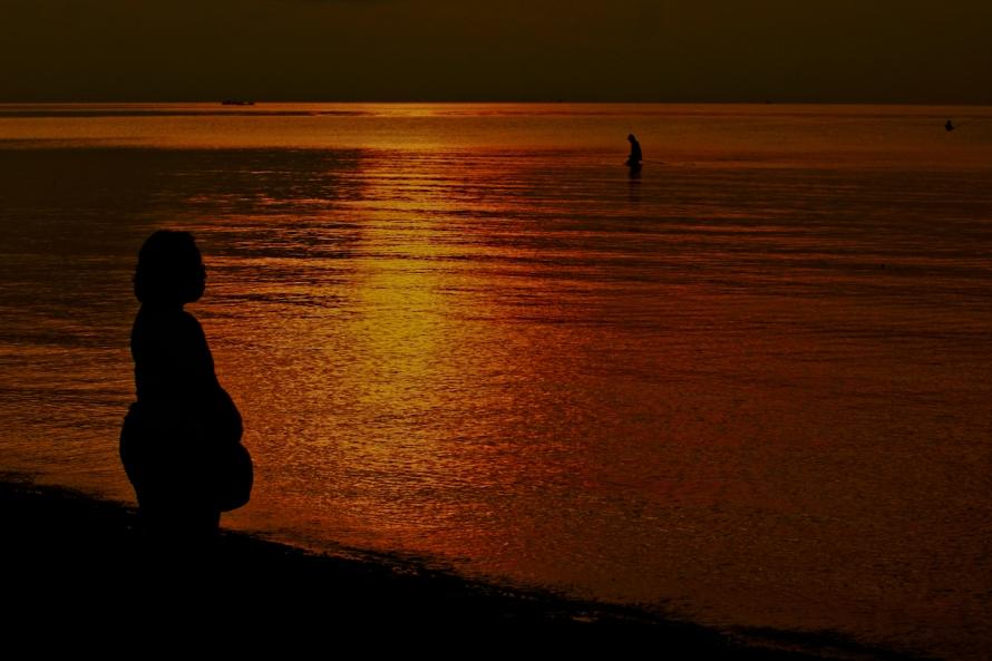 6. Maeninin warna kamera biar lebay, padahal sunsetnya mulai gagal.
