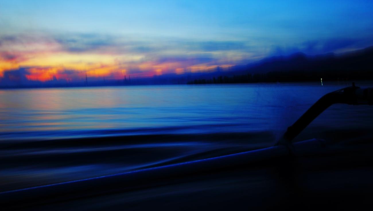 Kapten Nyoman pun ngebut di pagi buta menuju tengah laut.