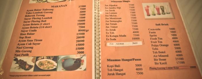 Coba lihat menunya. Harganya lumayanlahyah. Tidak terlalu mahal.
