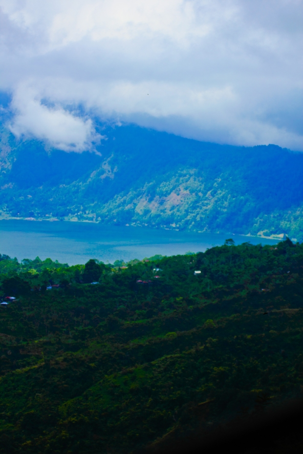 danau batur, warisan budaya dunia yang terkenal dengan Desa Trunyannyah.