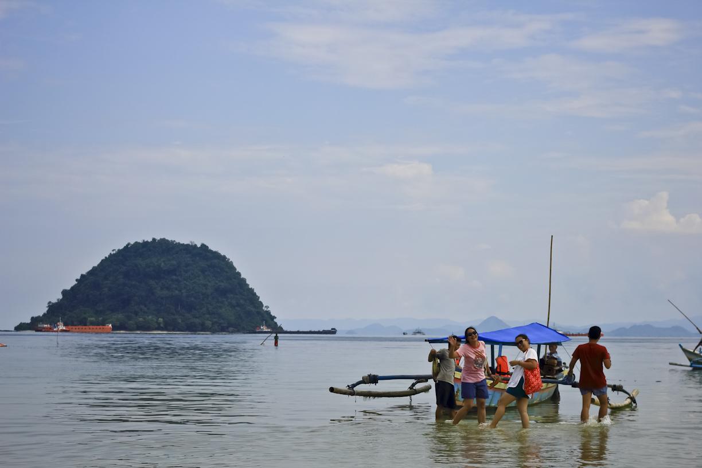 Siap nyeberang ke Pulau Condong Sulah dengan membayar 300 ribu per perahu.