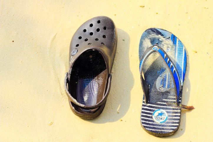 Salah satu sampah di pantai. Banyak banget nih sandal butut.