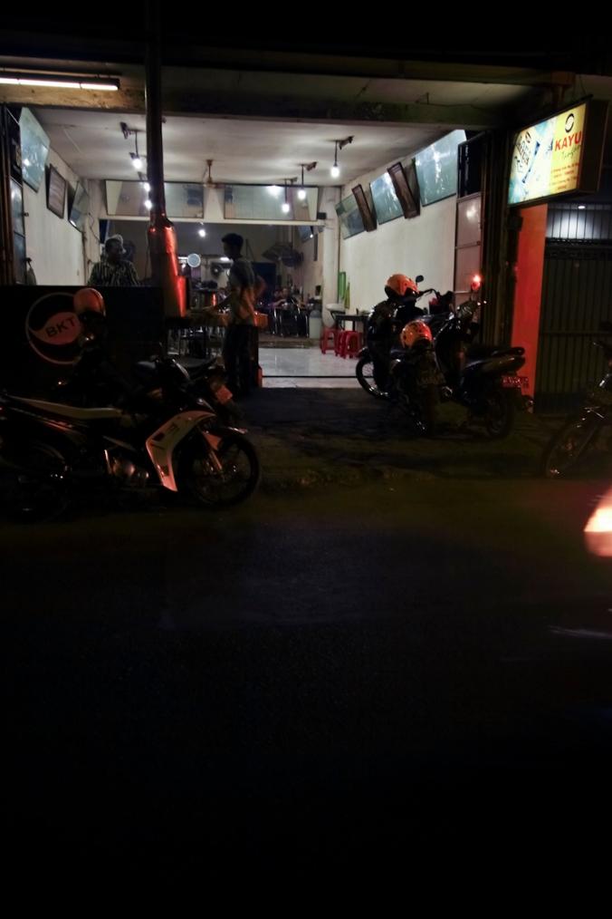 Bebek Kayu Tangan. Jl. Sulawesi No. 71. Surabaya.