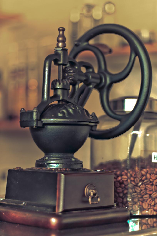 namanya kopi giling soalnya ada gilingan kopi.