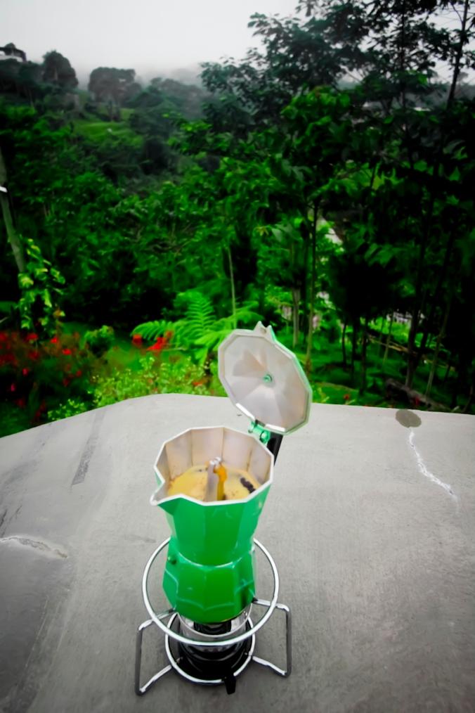 Menunggu kopi yuk!