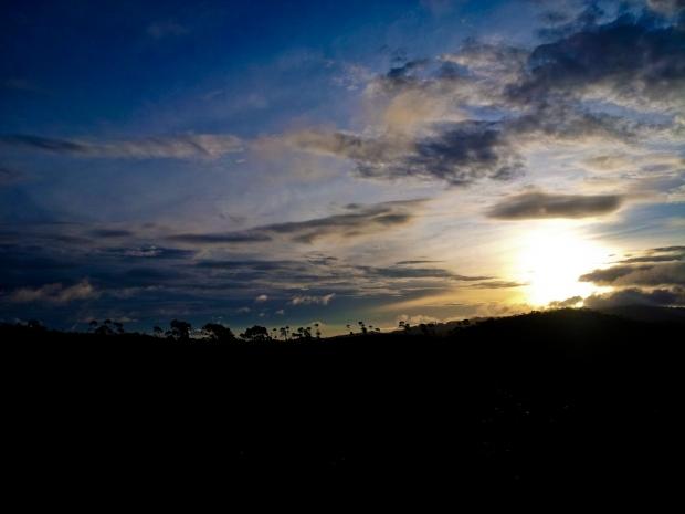Matahari begini selalu ditunggu penduduk di kampung untuk berjemur di halaman rumah.