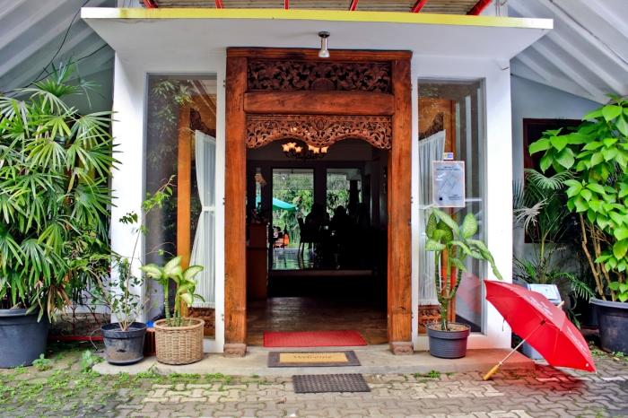 Pintu masuk Warung Ethnic.