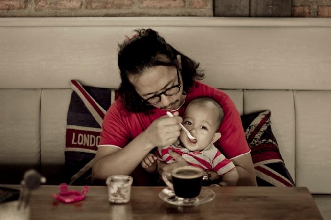 Makan dulu ya. Bubur tepung beras merah. Kok saya berasa kaya emak emak. Ini emaknya kemana nih:))