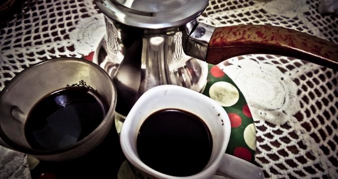 Hasilnya, kopi begitu gelap dan dahsyat!