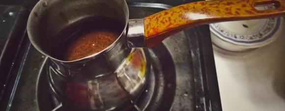 Siap memasak kopi ala turkish coffee.