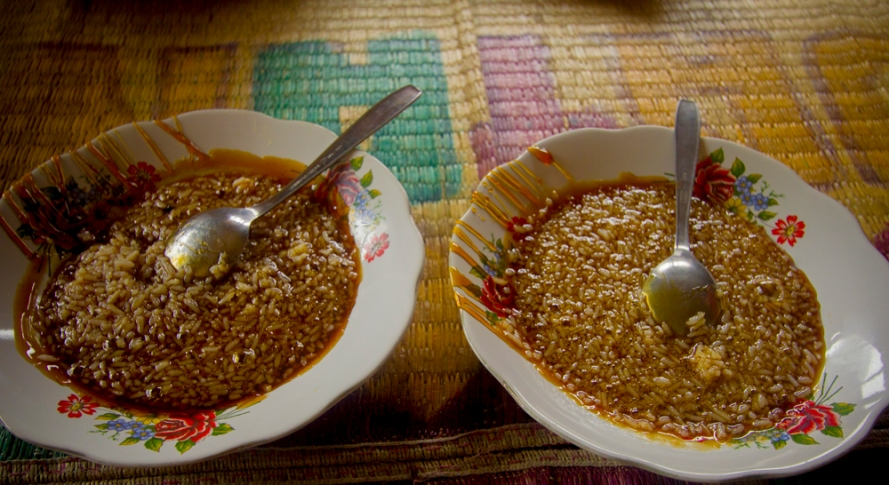 Inilah penampakan Peu'eut. Nasi disiram peu eut, salah satu tahap dalam proses pembuatan gula.