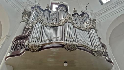 Orgel. Sayang sudah tidak berfungsi.