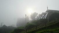 Kalau sore tiba, kabut langsung berhamburan.