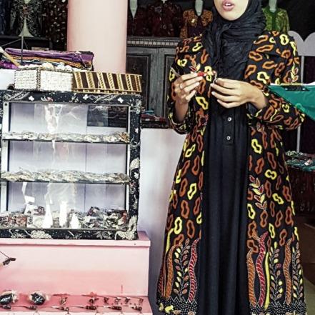 Warisatul Hasanah, pemilik Batik Aromaterapi Al-Warits.