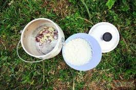 Jangan lupa untuk membuat nasi liwet ala sunda.