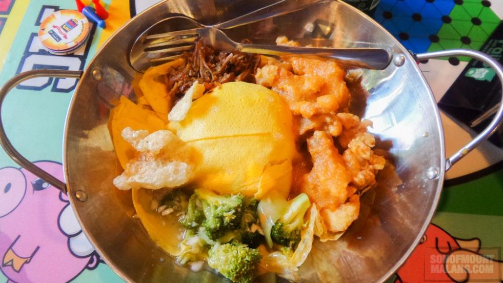 Porsi makan di Flying Pig memang khusus yang belum makan dua hari kayanya.