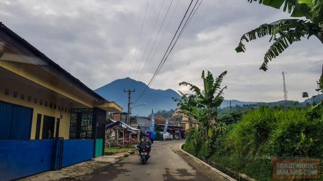 Jalanan menuju Gunung Bunder - Curug Seribu